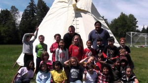 Tipiguy and the children that helped set up the tipi